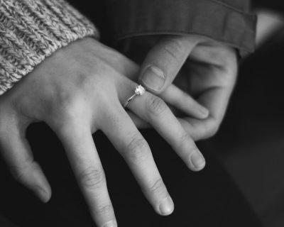 המדריך לקניית טבעת אירוסין יהלום