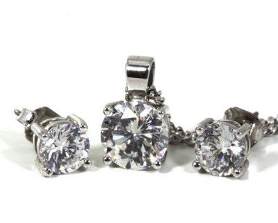סקירת סוגים של עגילי יהלום