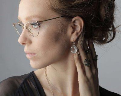 איך להתאים עגילי יהלום לפי מבנה הפנים