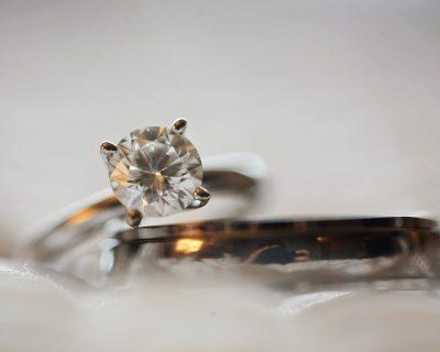 טבעת אירוסין זהב צהוב או זהב לבן, מה כדאי לרכוש?